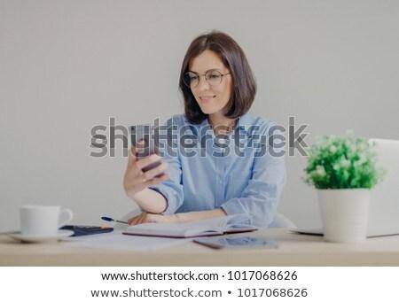 Aprender una buena noticia teléfono cara comunicación hablar Foto stock © photography33