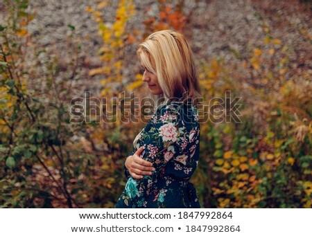Szabadtér divat fotó gyönyörű fiatal nő virágok Stock fotó © ruslanshramko