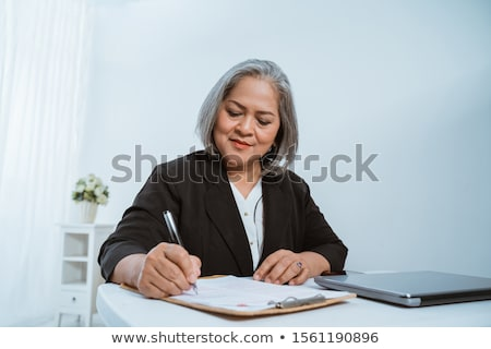 Maduro empresária trabalhando escritório laptop mulher Foto stock © Minervastock