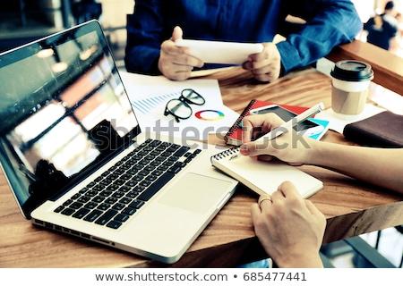 Manos de trabajo portátil Rusia Screen Foto stock © michaklootwijk