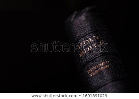 антикварная святой Библии позвоночник избирательный подход деревянный стол Сток-фото © Gordo25