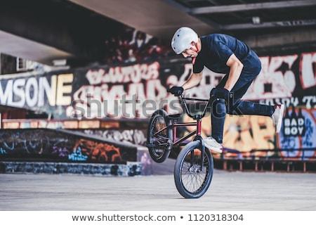 自転車 · スタント · 先頭 · ミニ · ランプ · 空 - ストックフォト © meinzahn