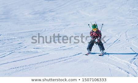 Mannelijke skiër beneden drie ander Stockfoto © bigandt