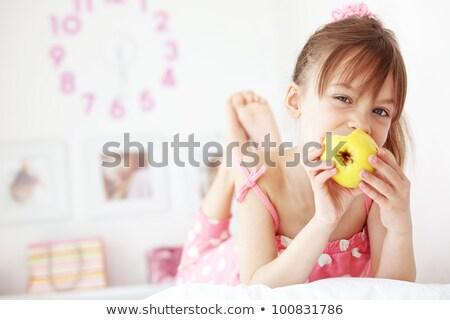 5 éves lány eszik otthon boldog gyermek Stock fotó © amok