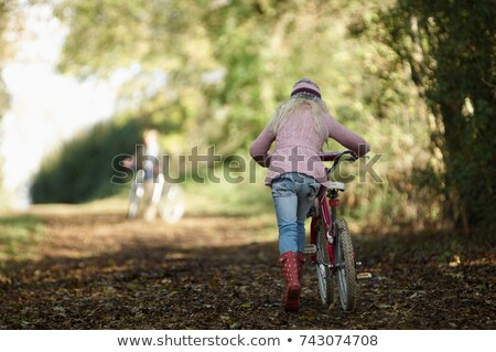 nina · caminando · moto · jóvenes · femenino - foto stock © is2