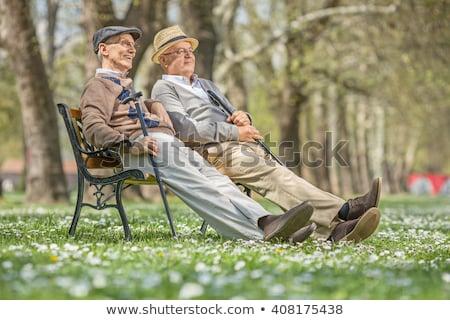 Man vergadering houten bank genieten natuur Stockfoto © robuart