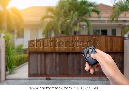 Controle remoto abrir portão elétrico carro mão Foto stock © AndreyPopov