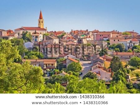 Edad piedra ciudad verde colina vista Foto stock © xbrchx