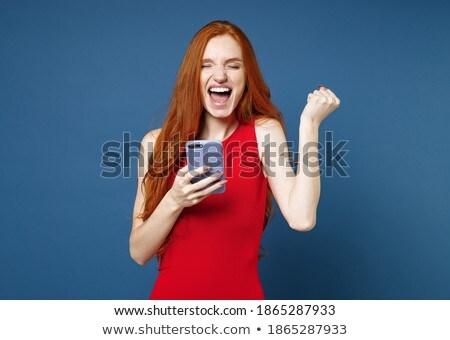 Elegáns fiatal nő mobil szerkentyű áll fal Stock fotó © pressmaster