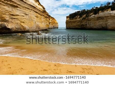 2 海 海岸 崖 岩 波 ストックフォト © bobkeenan