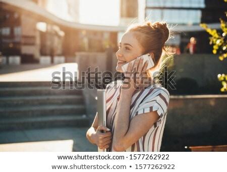 femme · rire · parler · blanche · sourire - photo stock © wavebreak_media