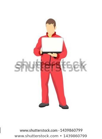 Naprawa samochodów usługi pracownika laptop czerwony odzież sportowa Zdjęcia stock © robuart