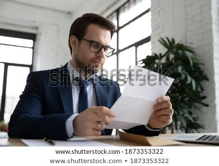 бизнесмен чтение бумаги служба Новости костюм Сток-фото © IS2