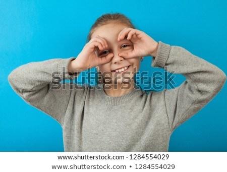 Młoda kobieta patrząc jeden oka palce ludzi Zdjęcia stock © dolgachov