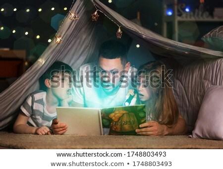 Padre leggere storia figlio mano Foto d'archivio © wavebreak_media