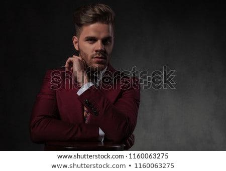 Verleidelijk man pak tabel portret Stockfoto © feedough