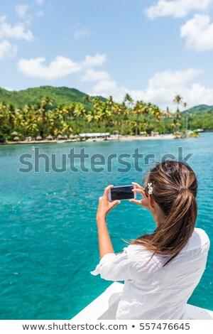 Kobieta brzegu wycieczka łodzi wycieczka Zdjęcia stock © Maridav