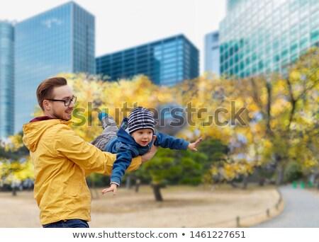 Hijo de padre otono Tokio ciudad familia Foto stock © dolgachov