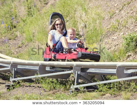 Moeder zoon alpine kustvaarder gelukkig groene Stockfoto © galitskaya
