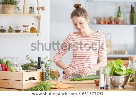 mulher · jovem · pepino · cozinha · salada · menina - foto stock © Rob_Stark