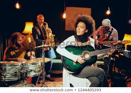 Vrouwelijke gitarist geïsoleerd witte vrouwen gitaar Stockfoto © gemenacom