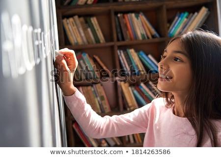 Kız çocuk yazı tahta duvar mutlu Stok fotoğraf © FOTOYOU