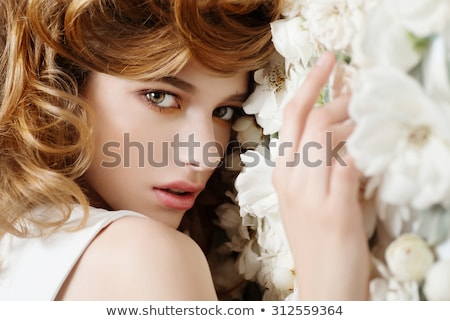 Foto stock: Beautiful · girl · flores · brancas · belo · mulher · jovem · naturalismo · make-up