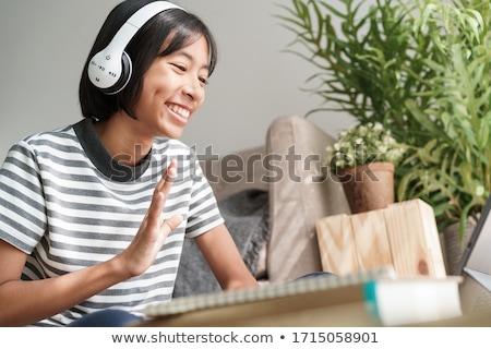 sorridente · asiático · mulher · fones · de · ouvido · comprimido · escritório - foto stock © wavebreak_media