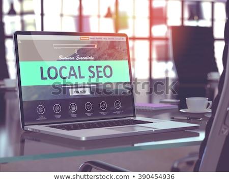 laptop · tela · pesquisar · resultados · moderno · local · de · trabalho - foto stock © tashatuvango