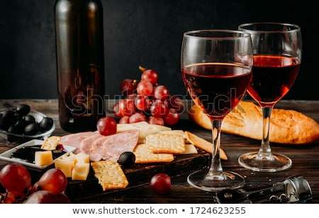 Foto stock: Red Wine Cheese And Bread