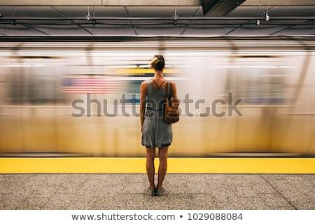 młoda · kobieta · czeka · metra · pociągu · metra · stacja - zdjęcia stock © boggy