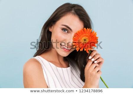 Zdumiewający piękna młoda kobieta odizolowany niebieski ściany Zdjęcia stock © deandrobot