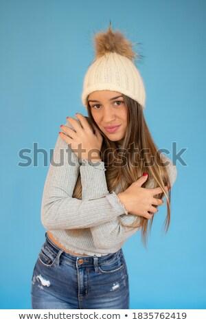 mujer · suéter · azul · lana · ocupado · manos - foto stock © deandrobot