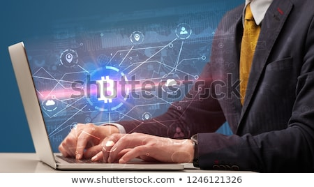 Mão global bitcoin troca taxa laptop Foto stock © ra2studio