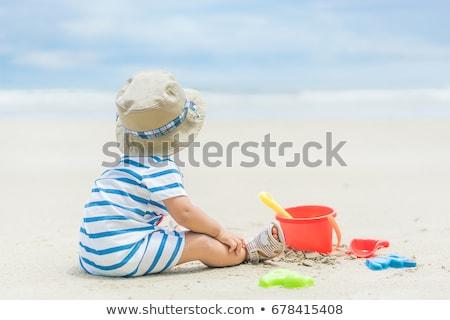 petite · fille · jouer · plage · mer · fille · enfant - photo stock © andreypopov