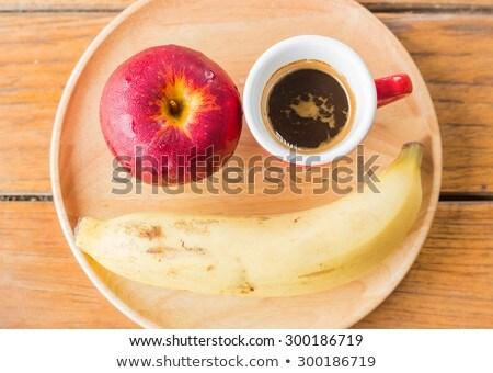 Gemakkelijk maaltijd rode appel banaan koffie voorraad Stockfoto © nalinratphi