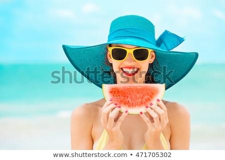 Heiter positive Frau halten Wassermelone Bild Stock foto © deandrobot