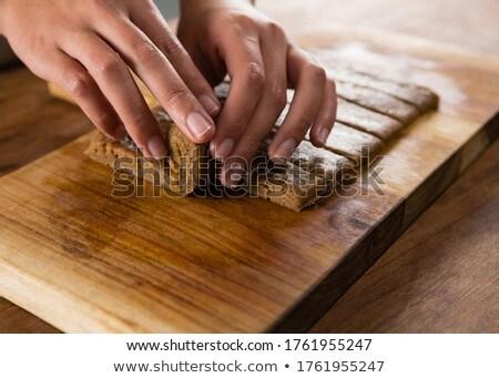 Kobieta deska do krojenia strony drewna telefon Zdjęcia stock © wavebreak_media