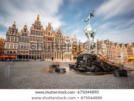 Famoso estátua fonte noite Bélgica praça Foto stock © dmitry_rukhlenko