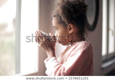 dziewczynka · pitnej · mleka · butelki · płytki · dziedzinie - zdjęcia stock © boggy