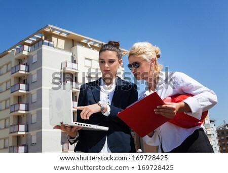 мнение молодые женщины используя ноутбук Сток-фото © wavebreak_media