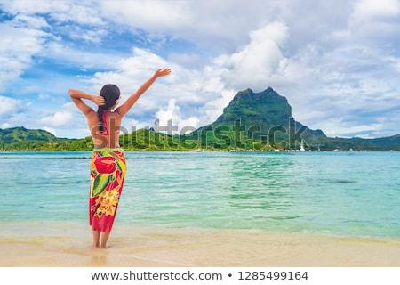 Tatil lüks seyahat kadın yürüyüş tahiti Stok fotoğraf © Maridav