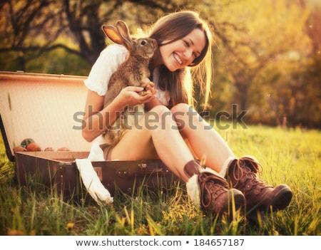 nő · kéz · ül · bőrönd · fehér · boldog - stock fotó © ruslanomega