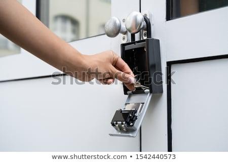 Homme · agent · immobilier · clé · porte · femme · fille - photo stock © andreypopov