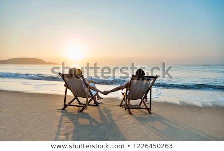 Pary strony posiedzenia plaży kwiaty dziewczyna Zdjęcia stock © vichie81