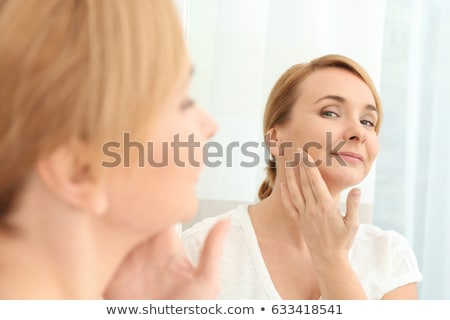 Feliz espelho cabelo casa Foto stock © privilege