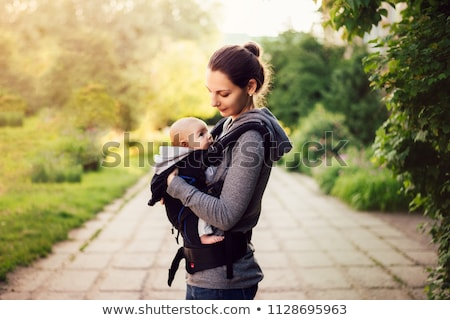 bébé · jeune · femme · trekking · enfant · mère · Voyage - photo stock © oneblink
