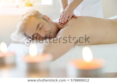 男 · 肩 · マッサージ · リビングルーム · ケア - ストックフォト © luminastock