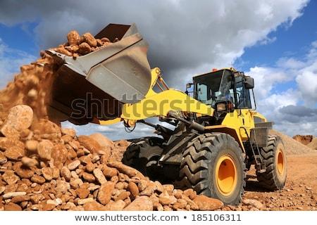 excavadora · amarillo · vehículo · arena · aire · libre · cielo · azul - foto stock © fouroaks