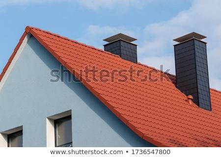 ストックフォト: 現代 · 煙突 · 屋根 · 家 · 市 · 壁